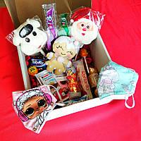Новогодний детский подарочный набор с масками, игрушками и сладостями. Оригинальный подарок на Новый год.