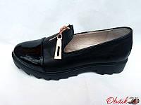 Туфли женские закрытые Oog кожаные черные тракторная подошва Oog0021