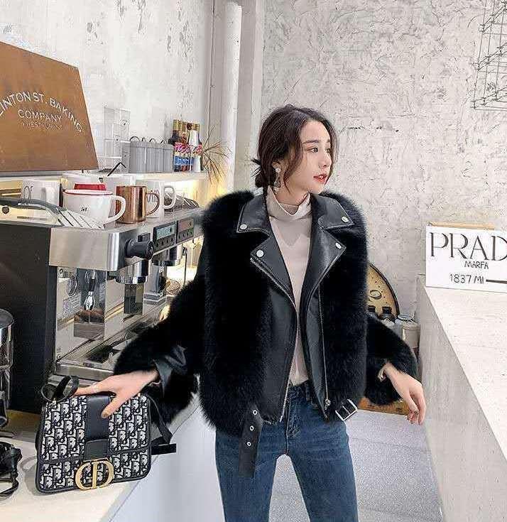Женская кожаная куртка с меховыми вставками. Модель 2566
