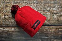 Мужская шапка Supreme красного цвета с помпоном. Зимняя мужская шапка Supreme с бубоном красная., фото 1