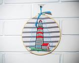 Вышитая картина в пяльцах с маяком, фото 2