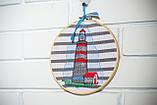 Вышитая картина в пяльцах с маяком, фото 4