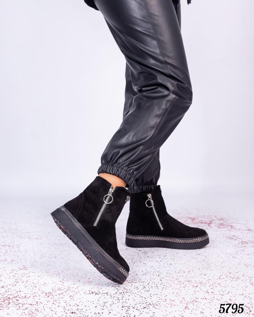 Ботинки женские с декором вокруг подошвы черные