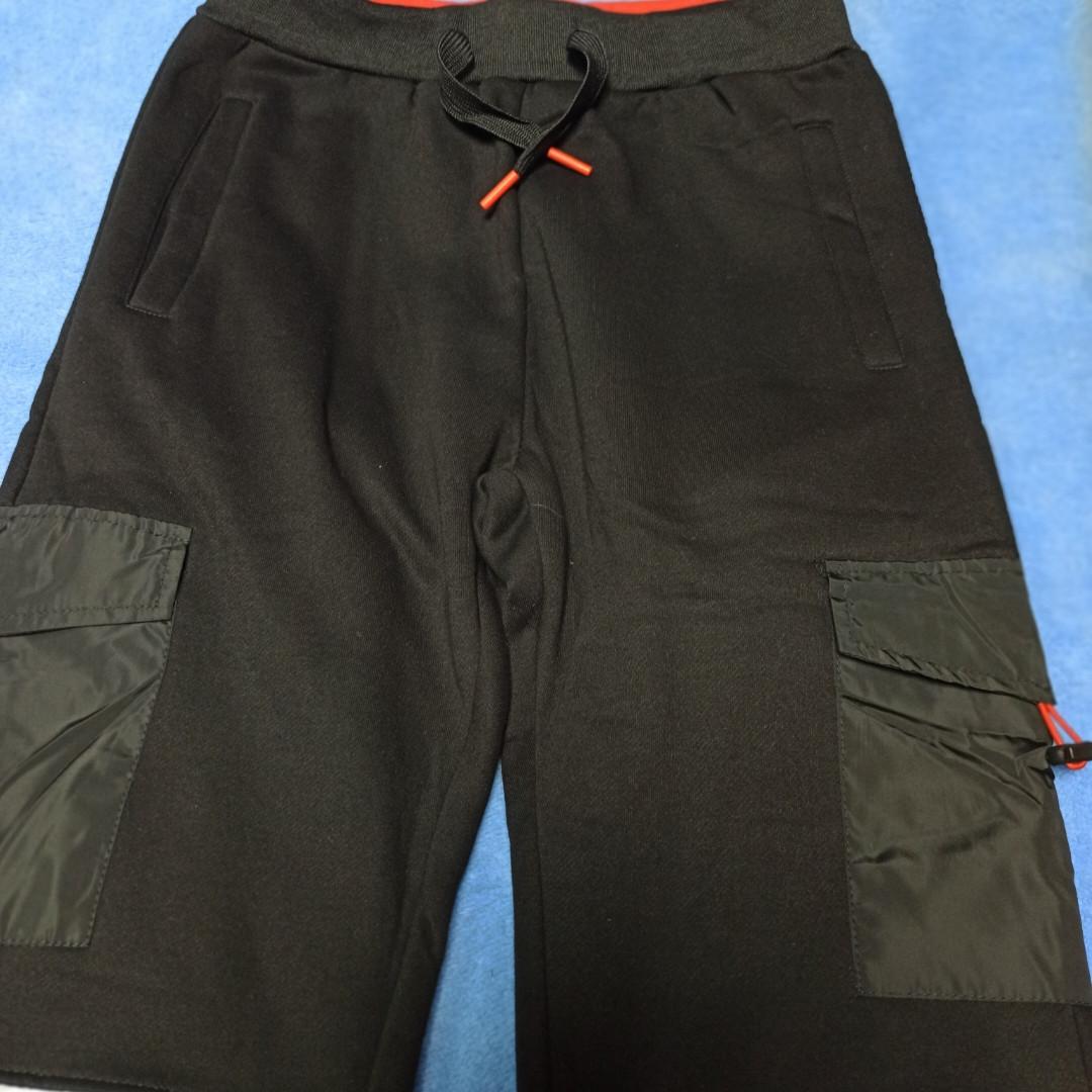 Спортивные модные теплые штаны чёрного цвета для мальчика. Утеплитель- флис. Внизу штаны на манжете.
