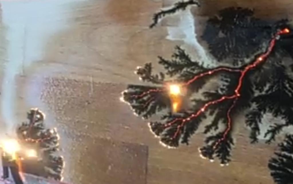 Випалювання по дереву електрикою. Робота майстра Муратаева Валерія, м Київ. Фігури Лихтенберга на стільниці з епоксидною смолою.