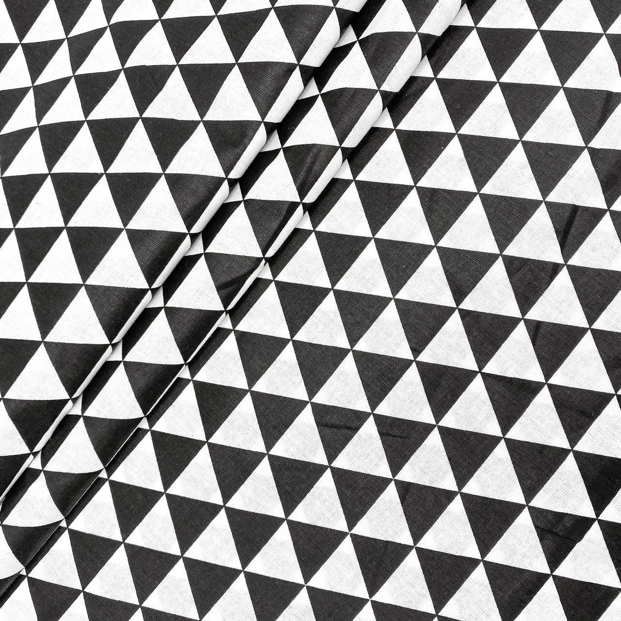 """Польская хлопковая ткань """"Черные треугольники на белом"""""""