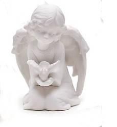 Фигурка (статуэтка) Ангелочек с птицей в ладонях фарфоровая 8.5x8x10.8см