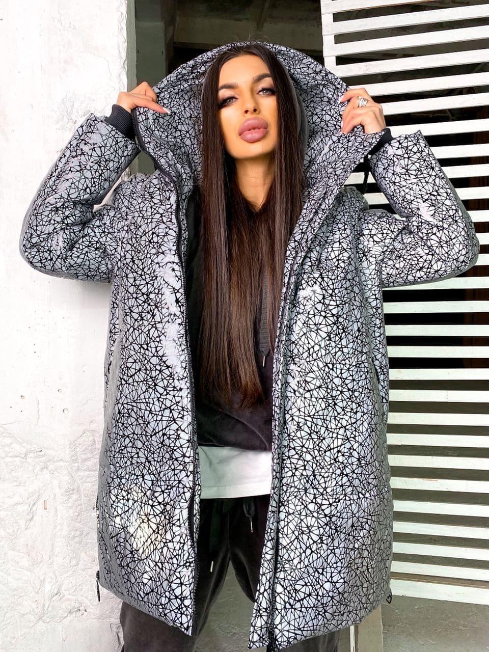 Женская  зимняя куртка в модный принт на замке  с капюшоном