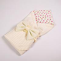 Летний конверт-плед на выписку BabySoon 78х85см Розовые розочки с молочным бантом на молочном плюше