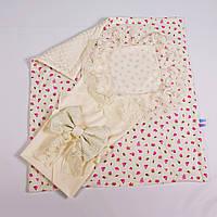 Конверт на выписку летний нежно молочный с кружевом + плед розочки с молочным плюшем BabySoon 78х85см