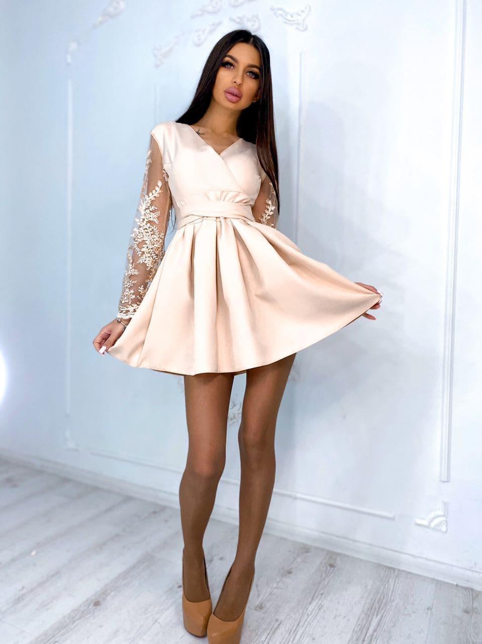 Женское нарядное платье с пышной юбкой и ажурными рукавами