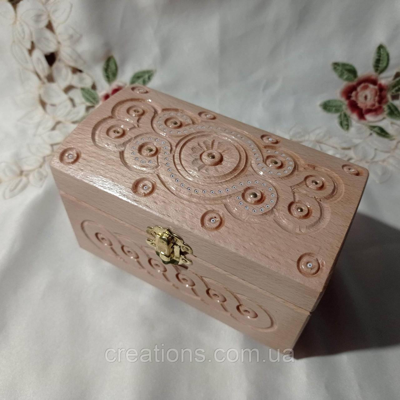Резная шкатулка - сундучок 16х9х11 см. для украшений из дерева, ручная работа