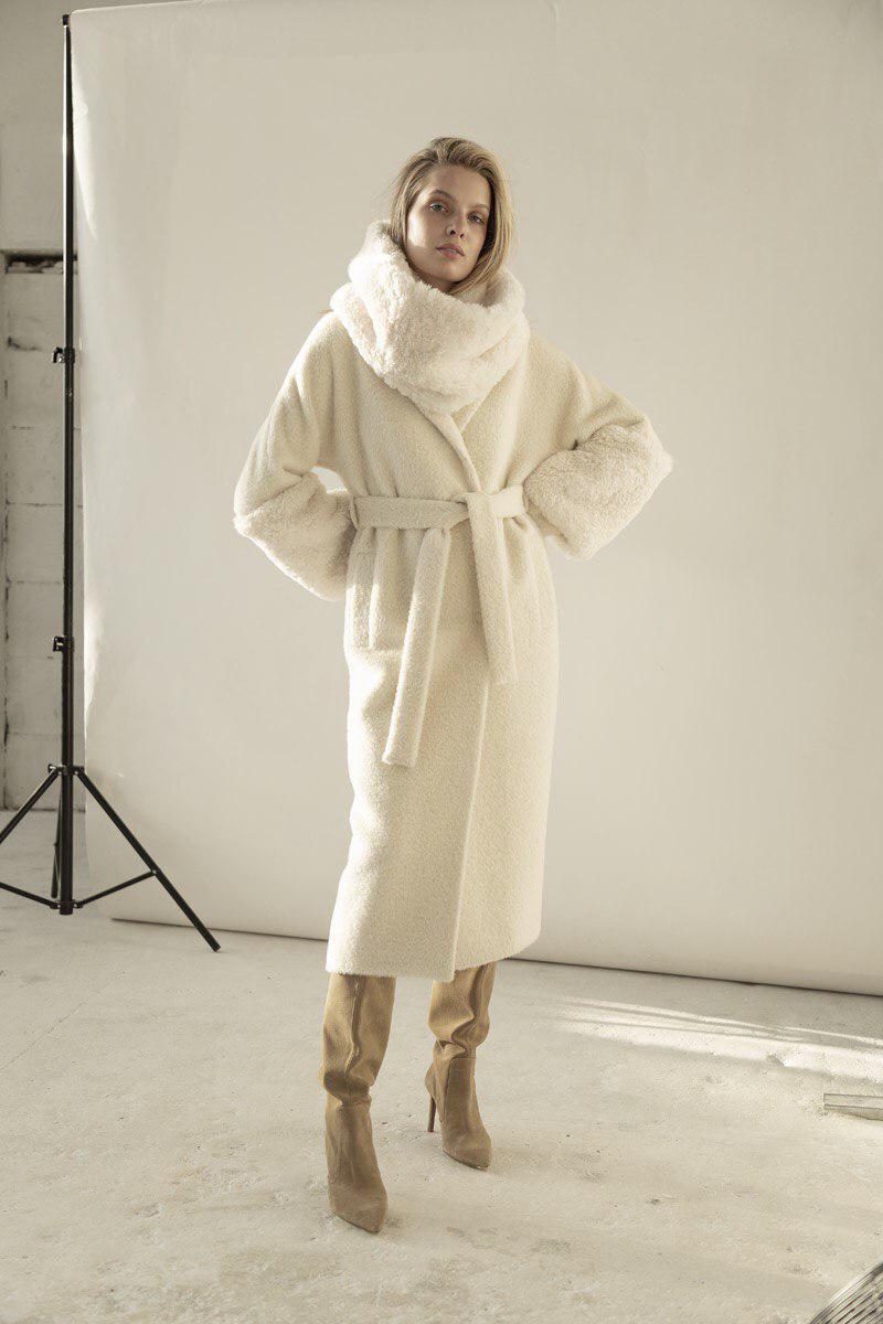 Пальто женское  белое44-46,48-50