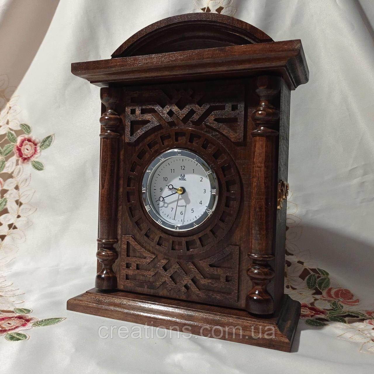 Деревянная ключница-часы 36х24 см. закрытая на 6 ключей универсальная
