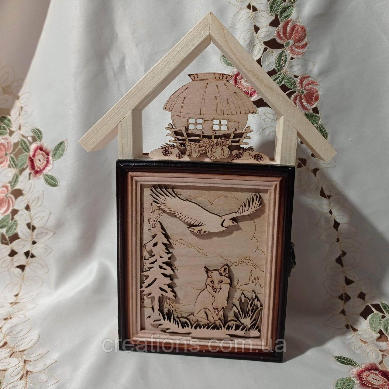 Ключница домик деревянная  закрытая 32 см. на 5 ключей
