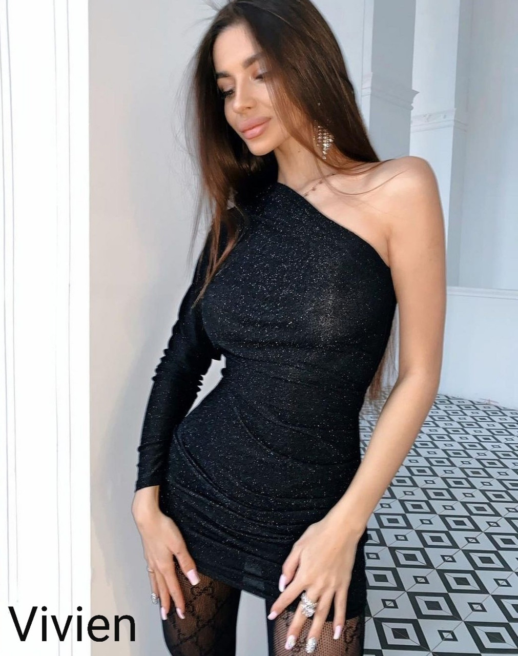 Женское новогоднее платье нарядное сексуальное черное 42-44 44-46 короткое на новый год на один рукав хит