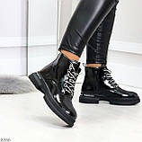 Модные черные глянцевые демисезонные женские ботинки на белой шнуровке, фото 4