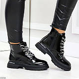 Модные черные глянцевые демисезонные женские ботинки на белой шнуровке, фото 5