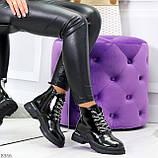 Модные черные глянцевые демисезонные женские ботинки на белой шнуровке, фото 7