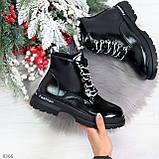 Модные черные глянцевые демисезонные женские ботинки на белой шнуровке, фото 9