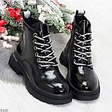 Модные черные глянцевые демисезонные женские ботинки на белой шнуровке, фото 10