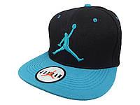Чёрная кепка Jordan з голубым логотипом