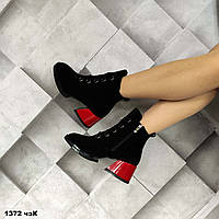 Женские черные замшевые ботинки с красным каблуком, фото 1