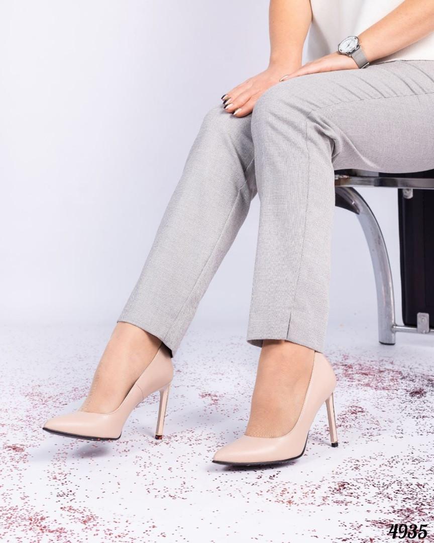 Шикарные туфли - лодочки цвета бежевой пудры
