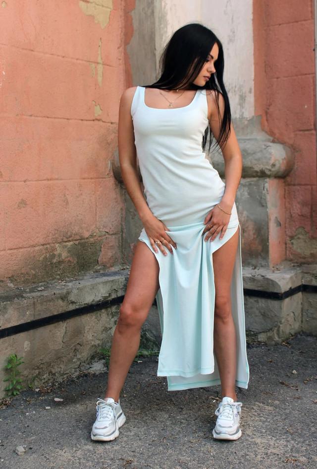 женское платье-майка в пол с разрезами