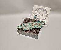 """Женская маска для сна/повязка на глаза ручной работы на резинке в бирюзовом цвете """"Перья павлина"""""""