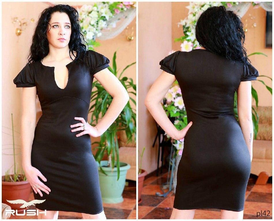 Жіноче плаття з вирізом на грудях і рукавами-ліхтариками