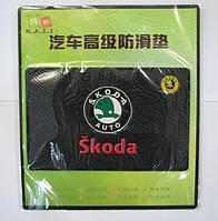 Автомобильный коврик липучка Skoda (185x120)