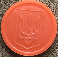 Транспортный жетон для Харьковского метрополитена. Оранжевый, матовый. Герб, фото 1