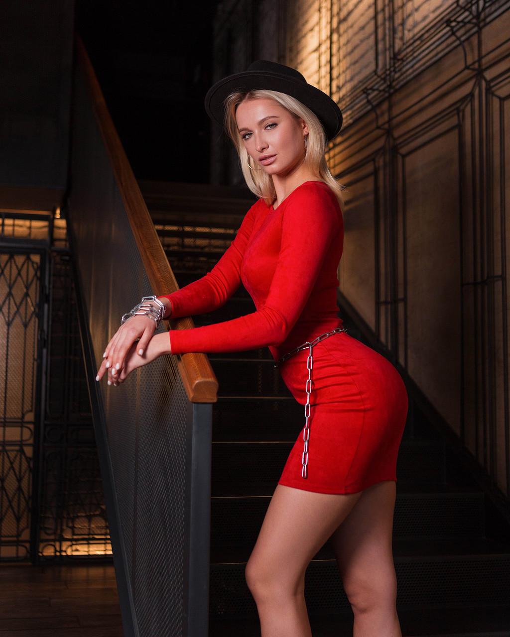 Красное замшевое мини платье