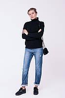 Вязаный теплый женский свитер с высоким горлом свободного силуэта с фактурной вязкой