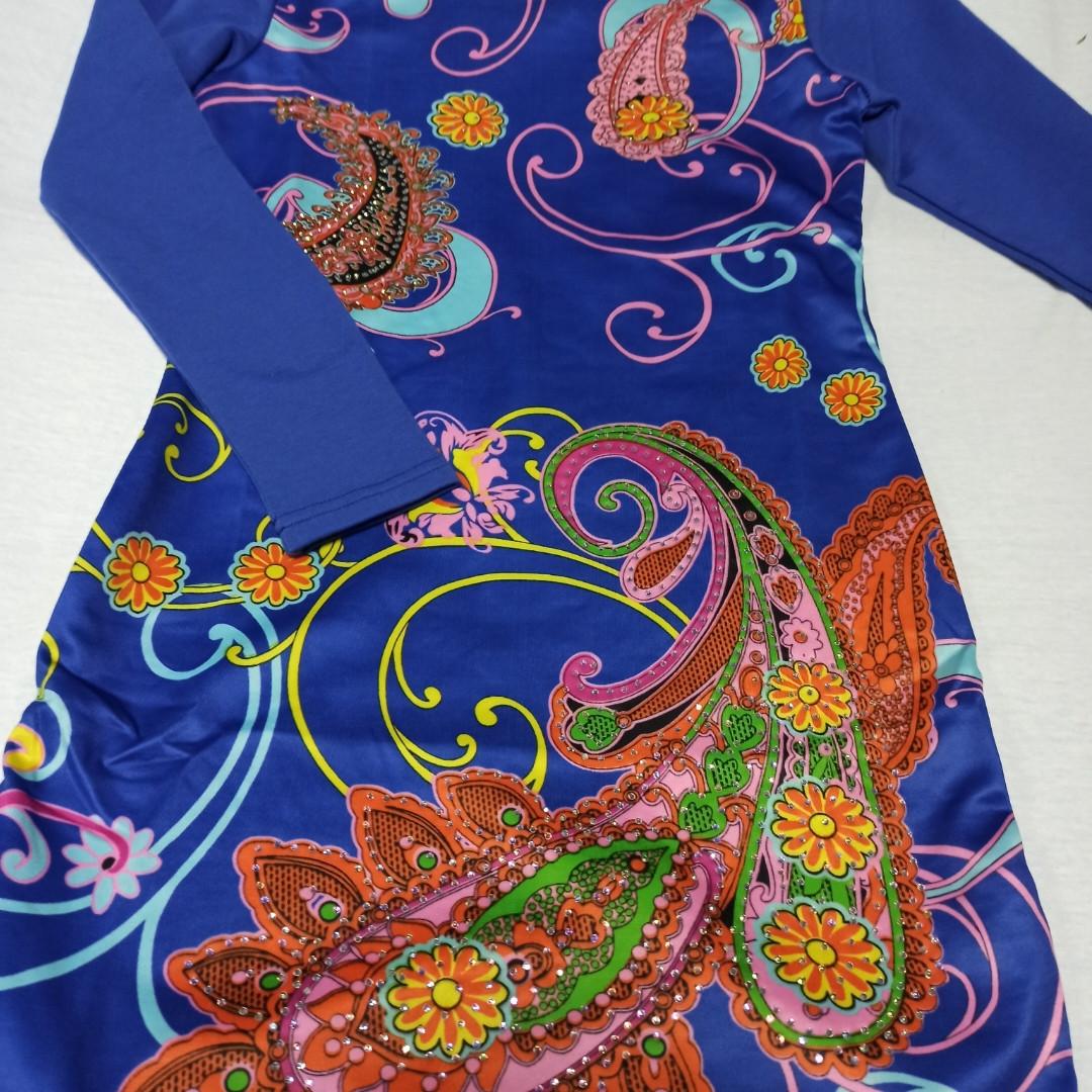 Платье нарядное красивое модное для девочки. Украшение-бусины. Очень оригинальное.