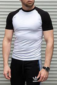 Мужская белая футболка с коротким черным рукавом