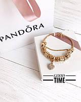 Стильный женский браслет в стиле Pandora с шармами золотой
