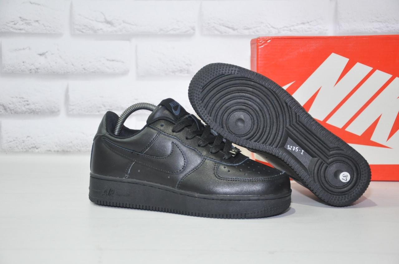 Чорні низькі шкіряні кросівки в стилі Nike air force(розміри в наявності:38-40)