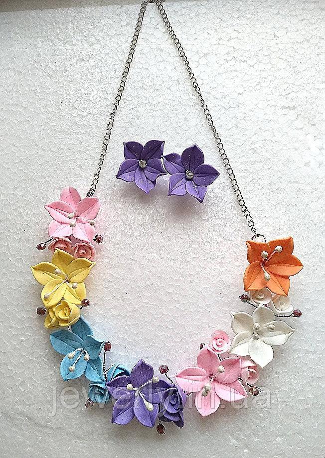 Колье с серьги с разноцветными лилиями