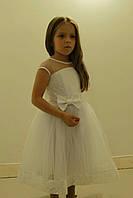 Очаровательное нарядное детское платье украшенное бантом
