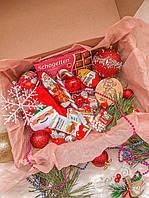 Новогодний подарочный набор со сладостями, игрушками на елку
