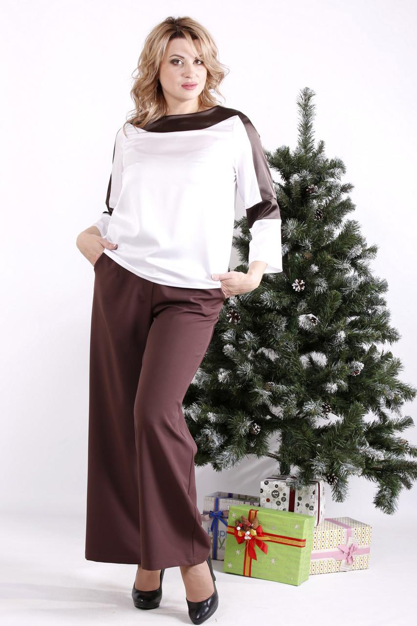 Стильний костюм великого розміру з блузою і широкими брюками