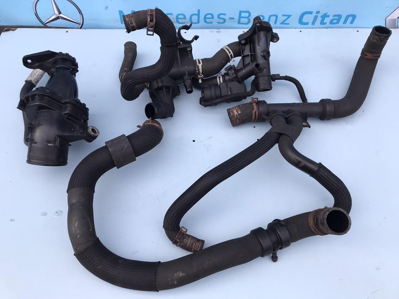 Патрубок системы охлаждения однотурбинный 110615482r Opel Vivaro Опель Виваро 1.6 dci 2014-2020 г. в.