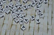 Бусина кубик на белом  фоне черная буква A   6 мм
