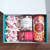 Подарочный бокс для мамы: чашка керамическая с надписью, какао, шоколад. Подарок маме на новый год