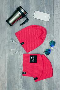 Шапка Nike малинового цвета