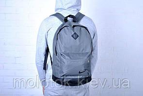 Рюкзак Nike сірий.