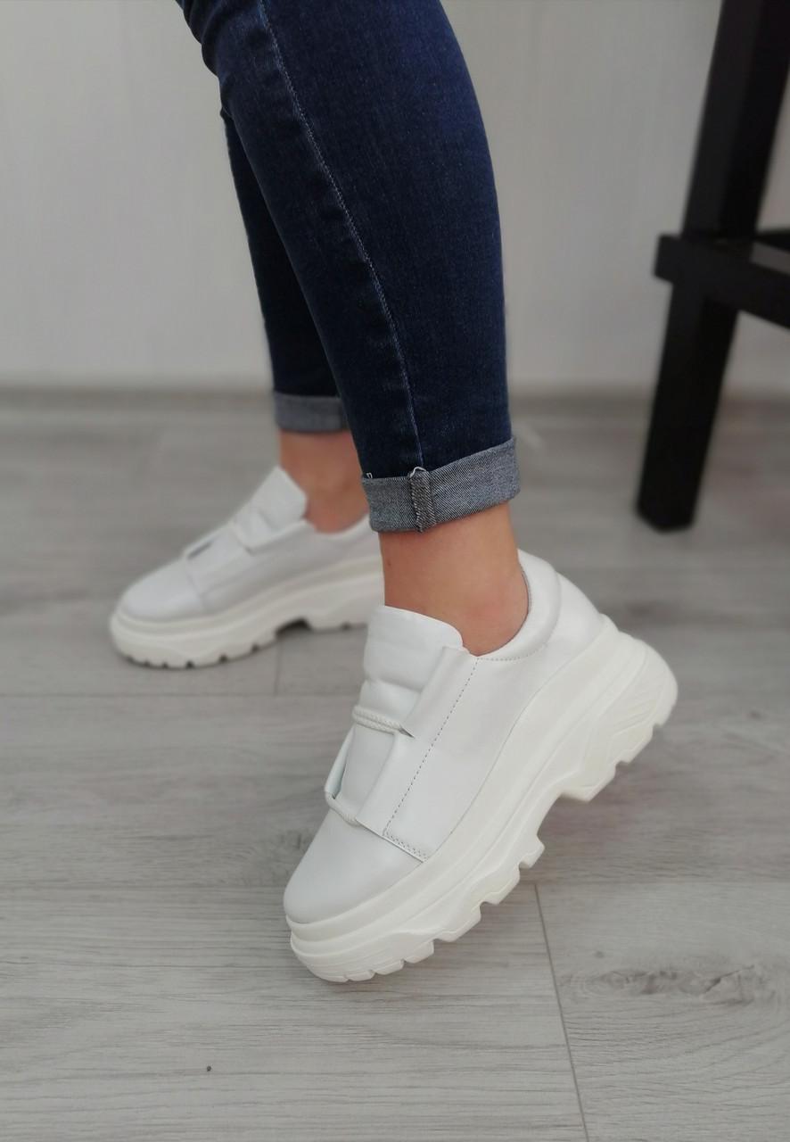 Білі жіночі кросівки на високій платформі