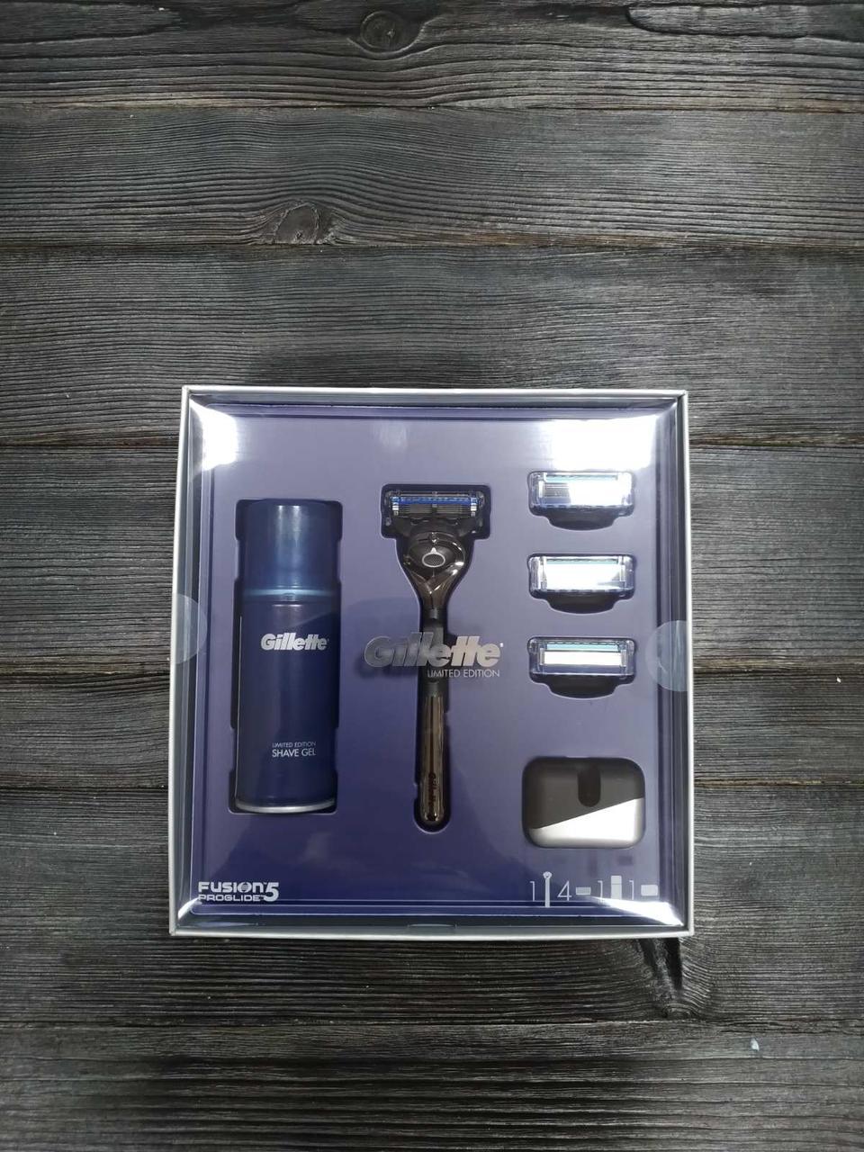 Подарочный набор Gillette Fusion5 ProGlide (Бритва + 4 сменные кассеты + Гель для бритья + Подставка)
